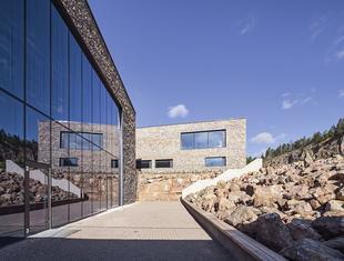 Struktura, materiał i przestrzeń – o Centrum Edukacji Geologicznej Krzysztof Mycielski