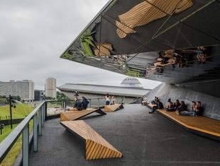 """Międzynarodowe Centrum Kongresowe z Nagrodą Architektoniczną """"Polityki"""" 2015"""