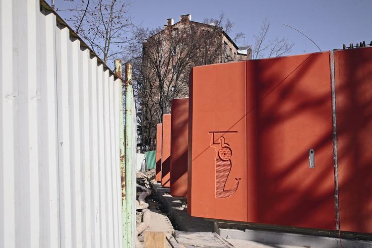 Blok Sprzeczna 4 na warszawskiej Pradze