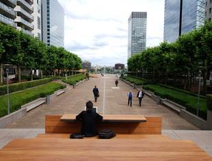 Polak zaprojektował meble miejskie dla paryskiej La Défense