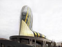 Centrum kulturalne La Cité du Vin w Bordeaux