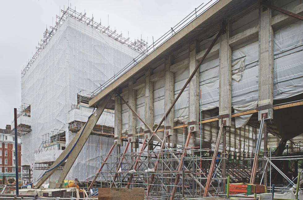 Usunięto oryginalną konstrukcję żelbetowych stropów