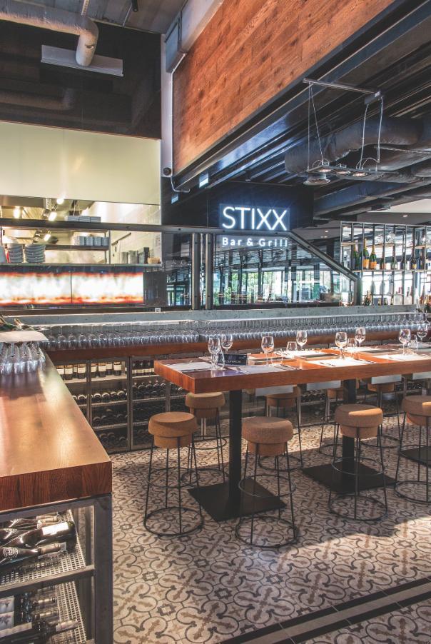 Restauracja Stixx Bar & Grill, hokery