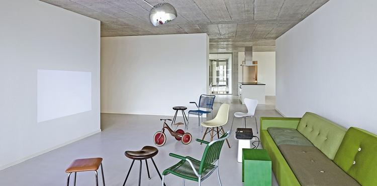 Salon w mieszkaniu klastrowym - wnętrze