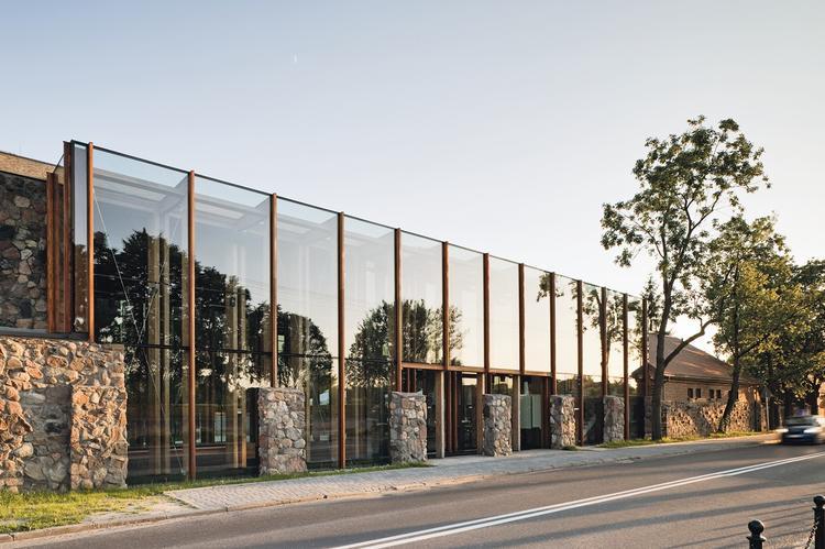 Rewaloryzacja parku w Żelazowej Woli wraz z obiektami obsługi turystów, administracji i zaplecza gospodarczego