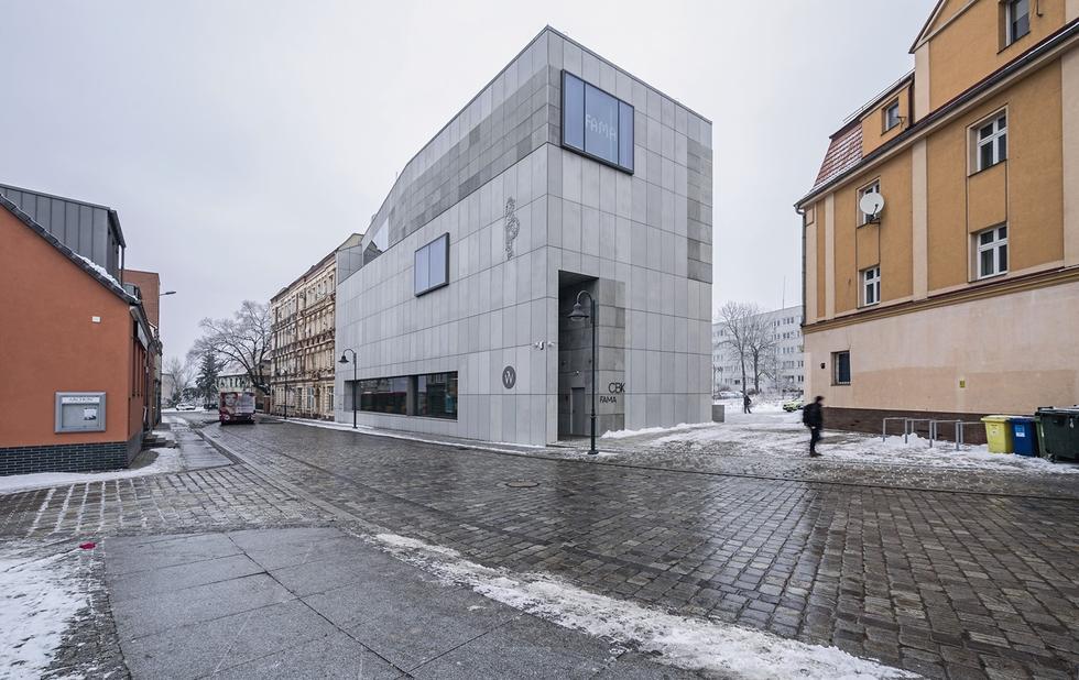 Centrum Kulturalno-Biblioteczne Fama we Wrocławiu. Tektonika