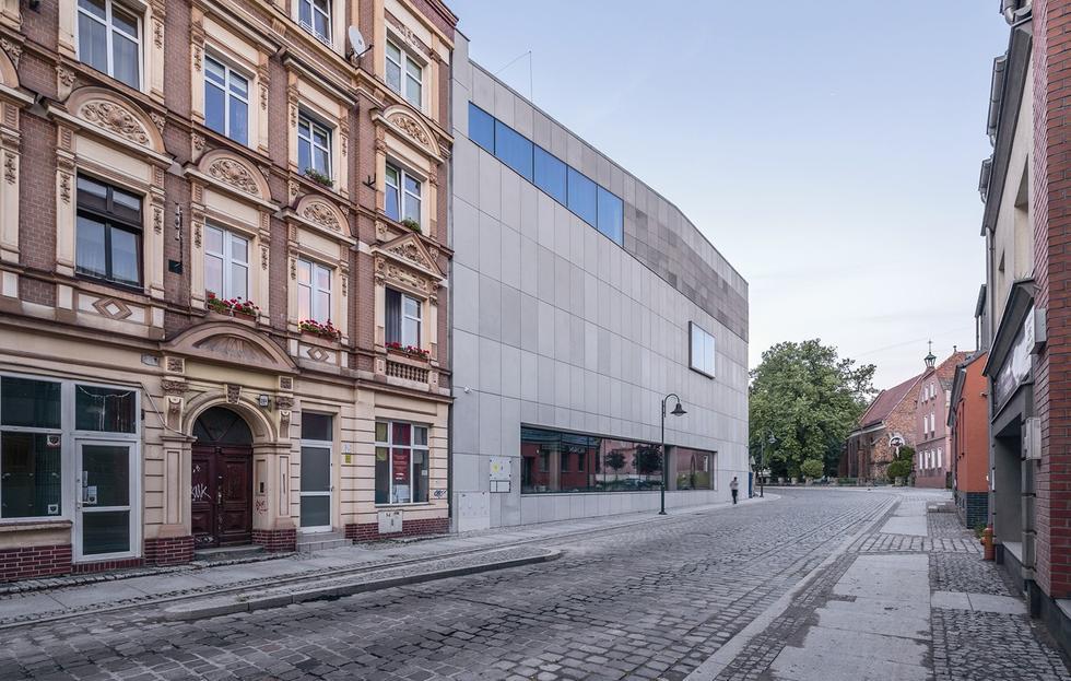Centrum Kulturalno-Biblioteczne Fama we Wrocławiu. Bryła