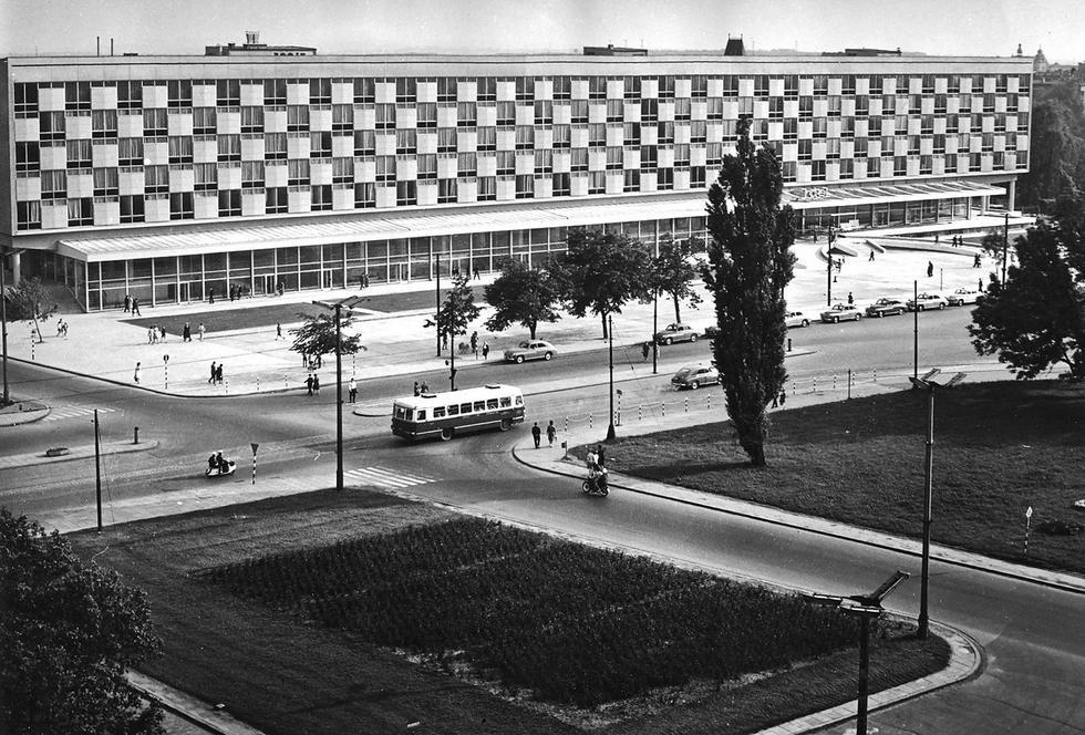 Hotel Cracovia przed otwarciem w 1965 roku, widok od strony al. Focha. Fot. archiwum Witolda Cęckiewicza