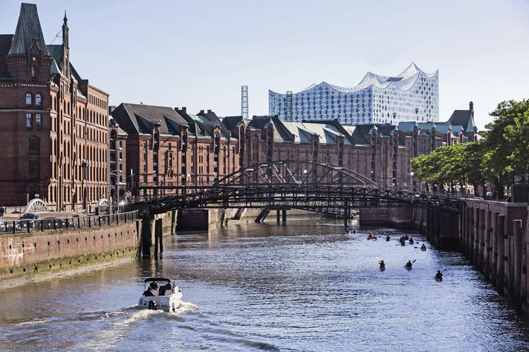 Filharmonia w Hamburgu od strony kanału