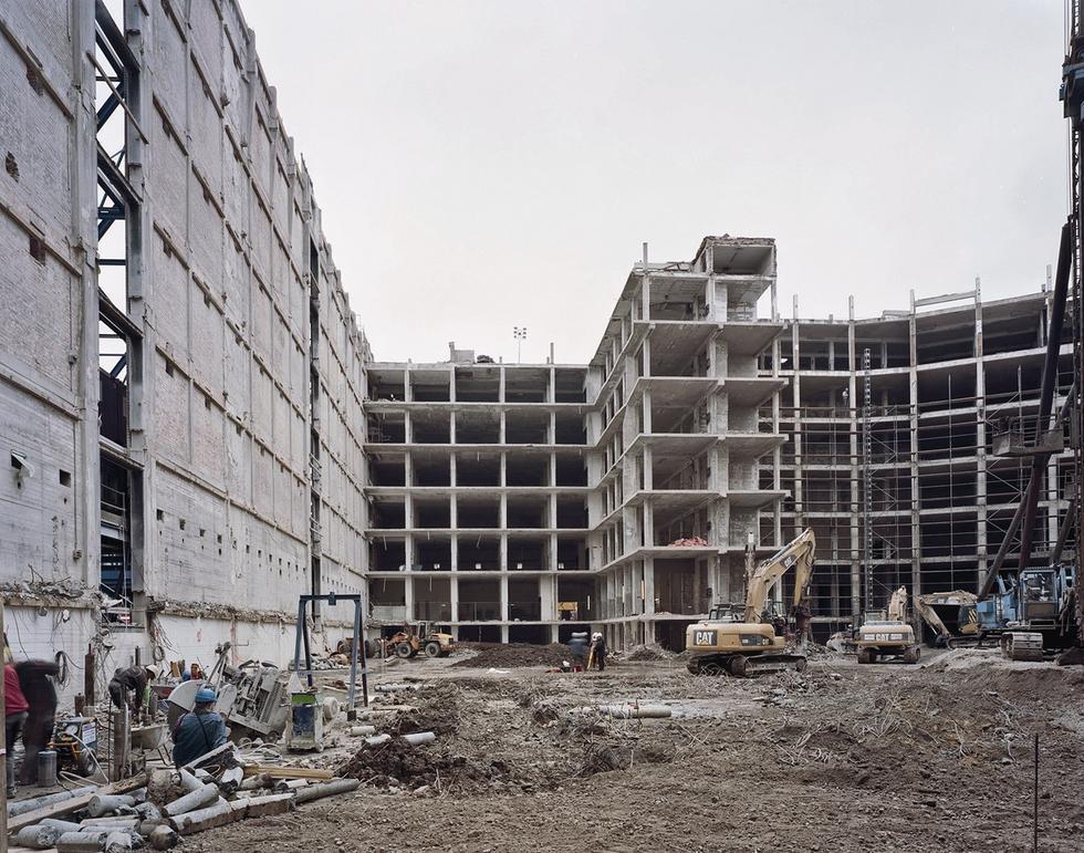 Wewnętrzną konstrukcję spichlerza usunięto w 2007 roku