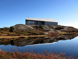 Gapahuk – prefabrykowany dom letniskowy projektu Snøhetta