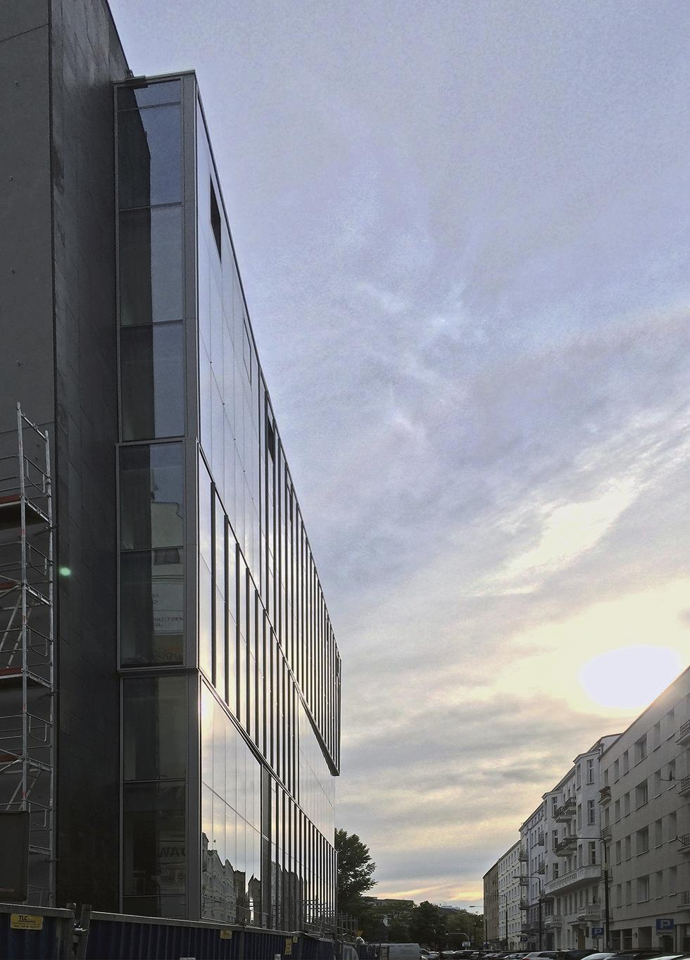 Biurowiec Na Pięknej w Warszawie