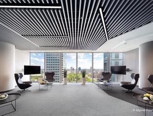 Biuro firmy doradczej EY w Warszawie. Rozwiązania akustyczne dla nowych form pracy