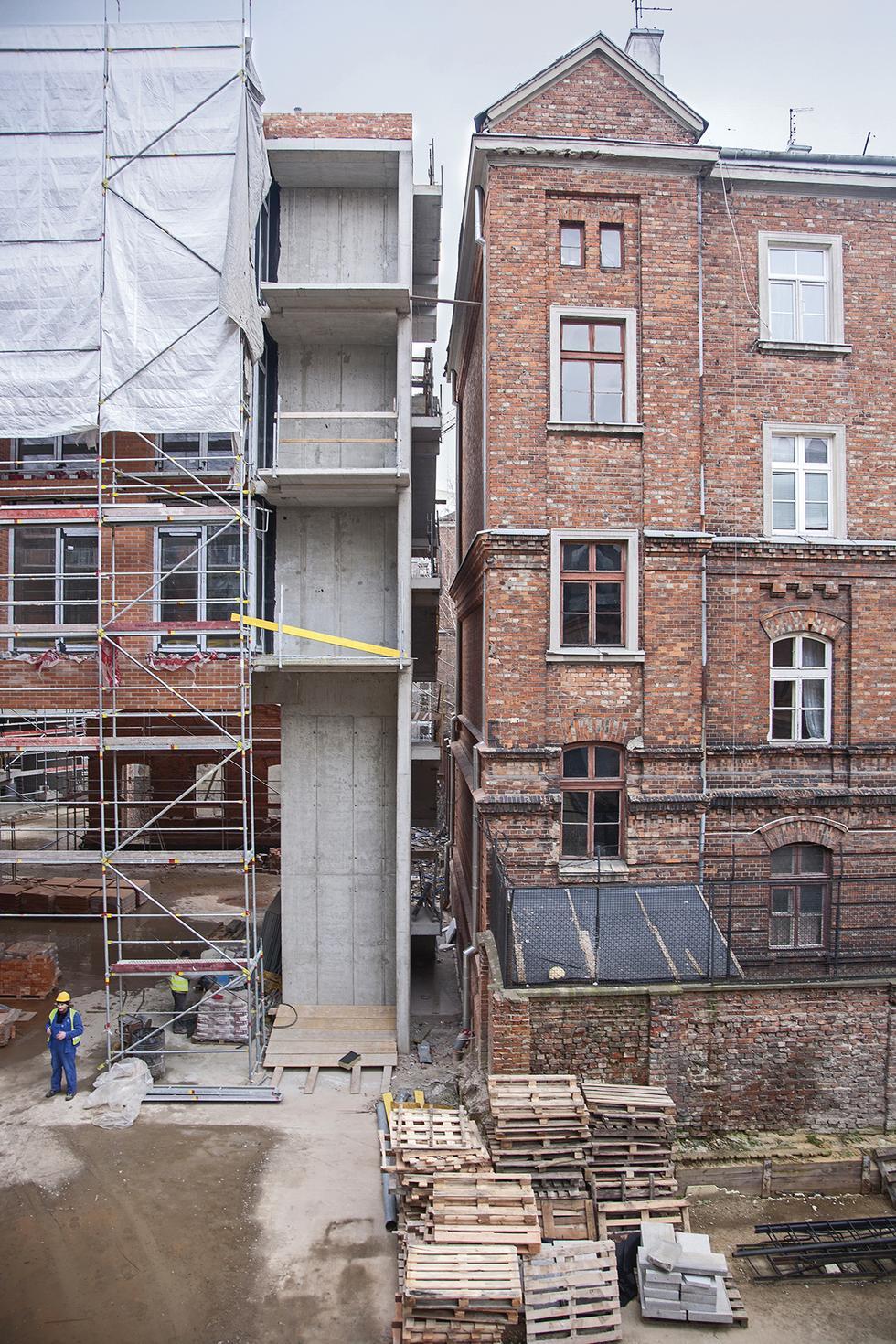 Apartamentowiec Skarbnica w Koneserze