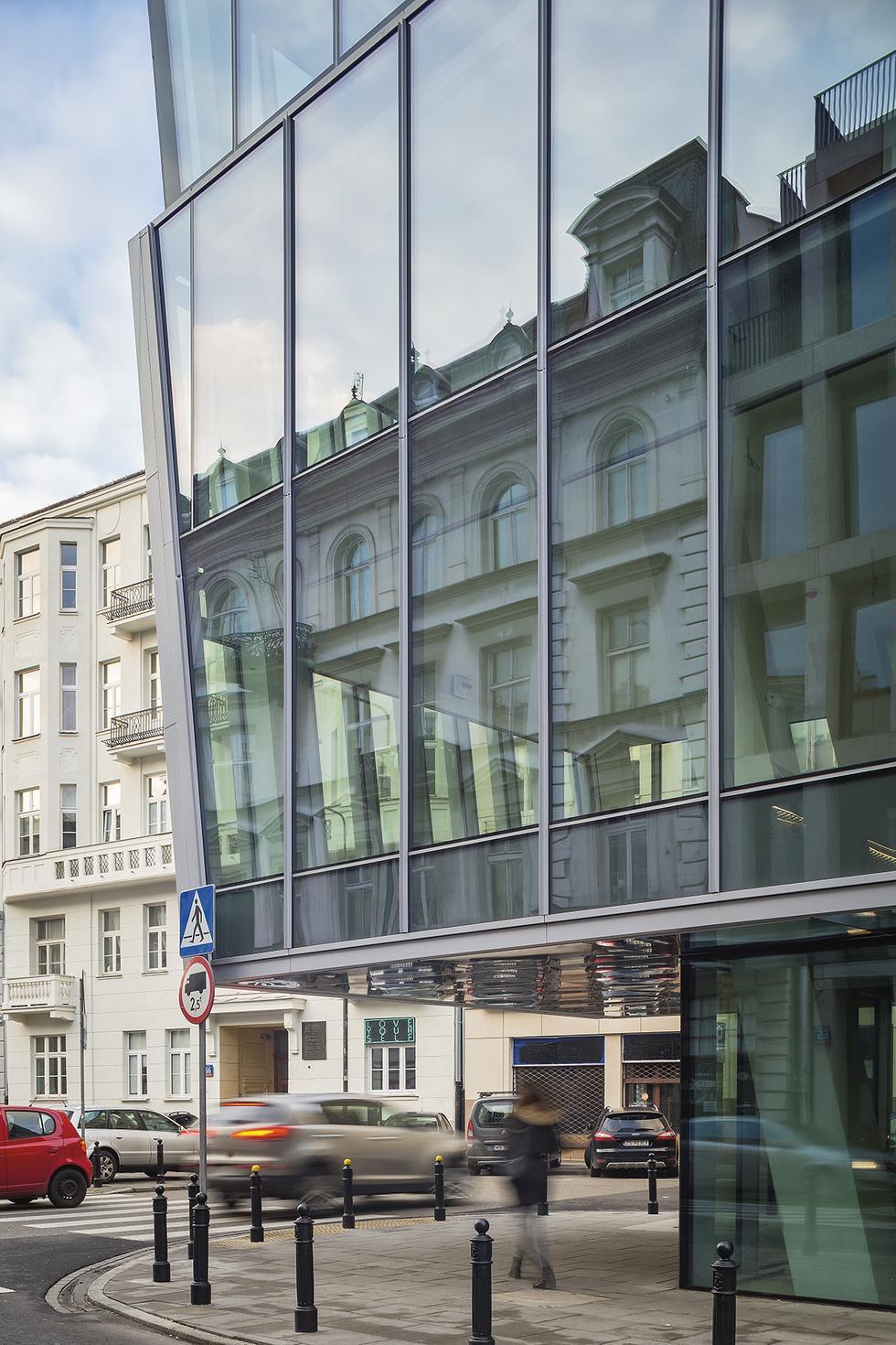 Warszawskie żelazko – o budynku Piękna 49 Grzegorz Stiasny