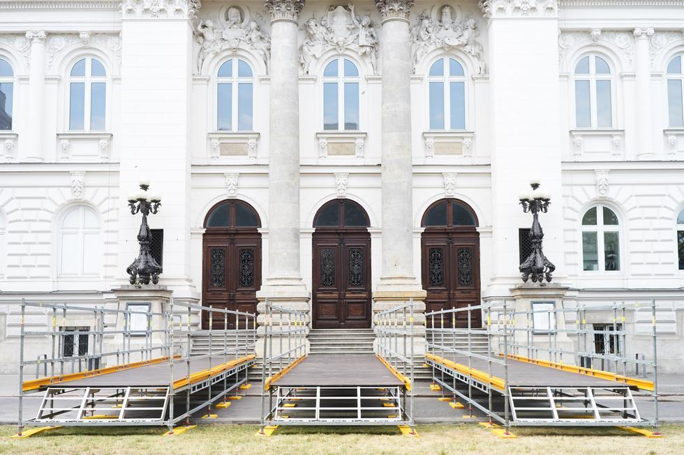 Plac Małachowskiego w rękach artystów. Jak zmieni się okolica Zachęty?