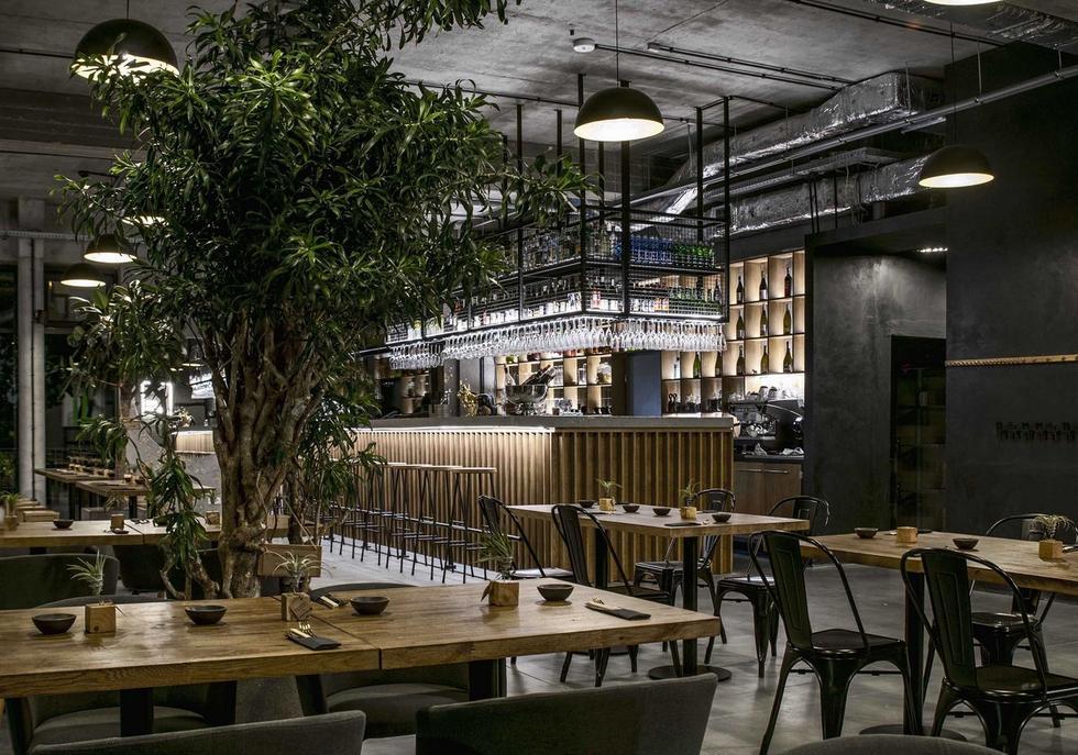 Restauracja Stan Surowy w warszawskim Wawrze – pierwsza realizacja młodej pracowni Ggrupa