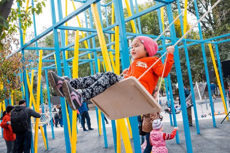 Plac zabaw w Astanie projektu Jakuba Szczęsnego