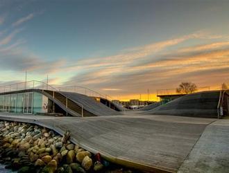 """W ramach cyklu ŚWIADOME WNĘTRZE 2010 prelekcję pod tytułem """"YES IS MORE"""" wygłosi Kai-Uwe Bergmann z duńskiego biura architektonicznego Bjarke Ingels Group"""