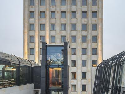 Skazani na kompromis – o hotelu Warszawa Krzysztof Mycielski