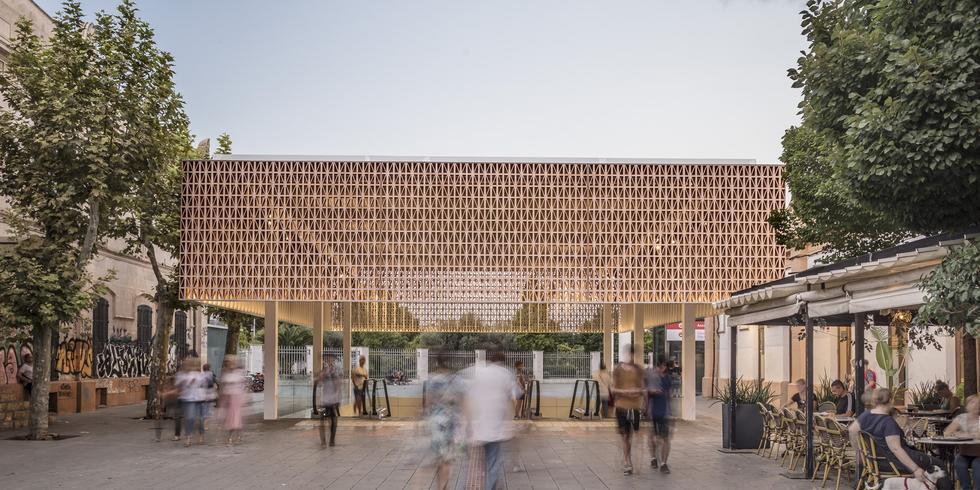 Nowe zadaszenie stacji przesiadkowej w Palma de Mallorca