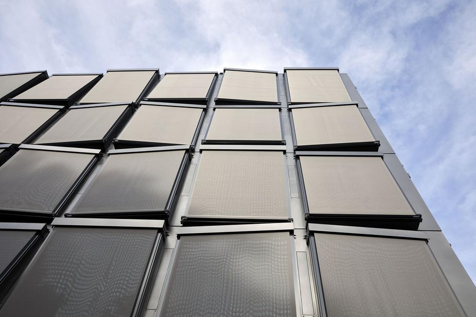 Siedziba firmy Helvetia projektu Herzog & de Meuron – kalejdoskop w odcieniach szarości