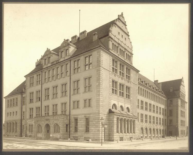 fotka z /zdjecia/Instytut_Hutnictwa_PWr_1910__art.jpg