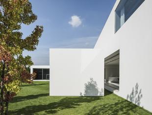 Podążając za słońcem – o koncepcji Domu Kwadrantowego Robert Konieczny