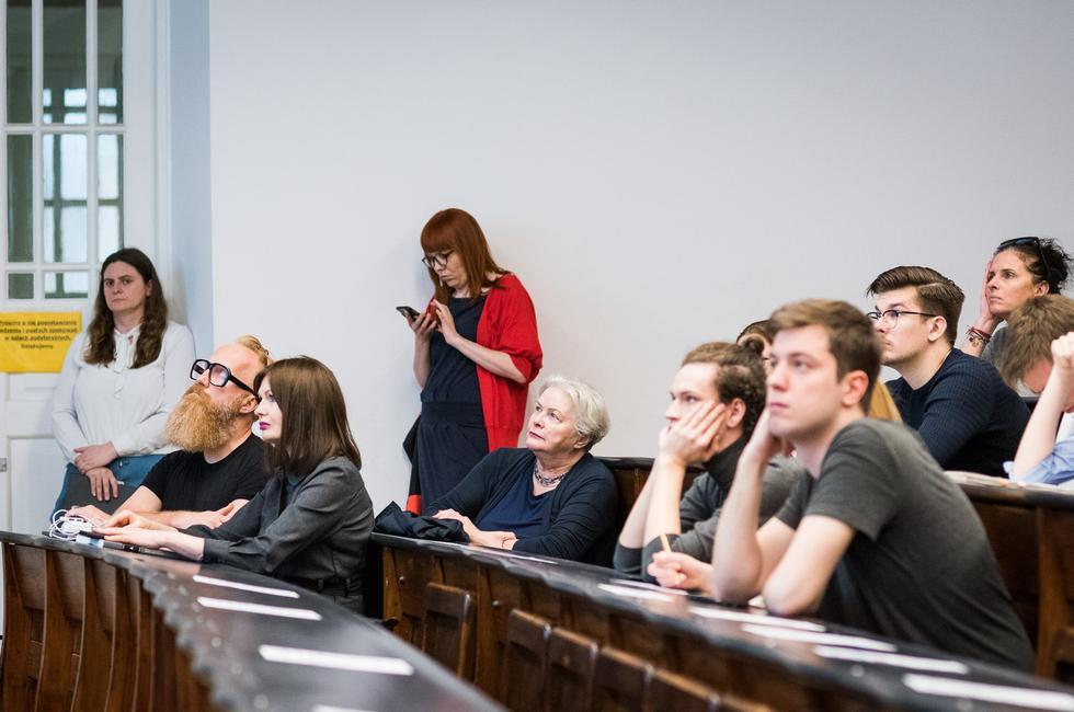 W pierwszym rzędzie Ewa P. Porębska i Przemo Łukasik, w drugim starszy wykładowca Maria Brykalska-Karłowska, fot. Jędrzej Sokołowski