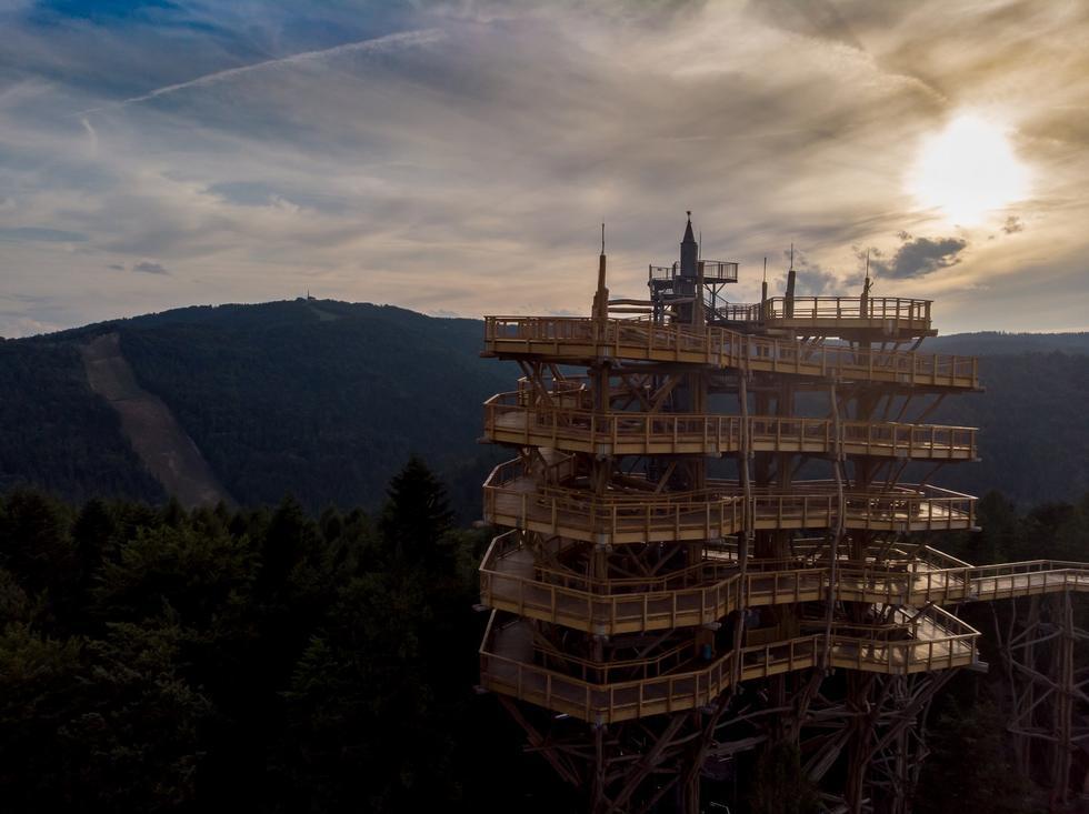 Najwyższa drewniana wieża widokowa projektu Polaków!