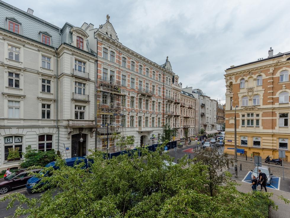 Przebudowa zabytkowych kamienic przy Foksal w Warszawie [GALERIA]