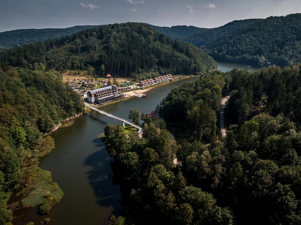 Kładka w Zagórzu Śląskim projektu pracowni isba i Mosty – Wrocław