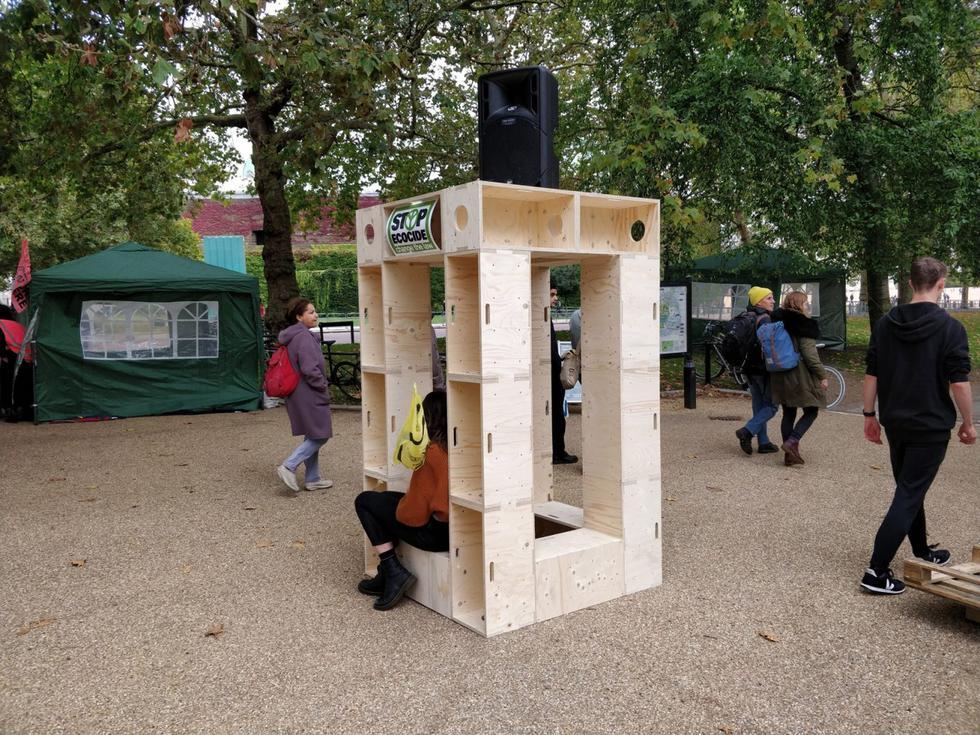 extinction-rebellion-protest-architecture-u-build-modular-boxes-_dezeen_1704_col_5-1376x1032