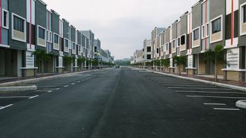 Projekt domu w zabudowie szeregowej. Jakie rozwiązania gwarantują ciszę i prywatność?
