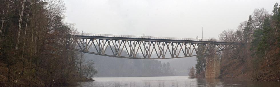 Most kolejowy nad Jeziorem Pilchowickim do rejestru zabytków. Czy wpis uchroni konstrukcję przed zniszczeniem?