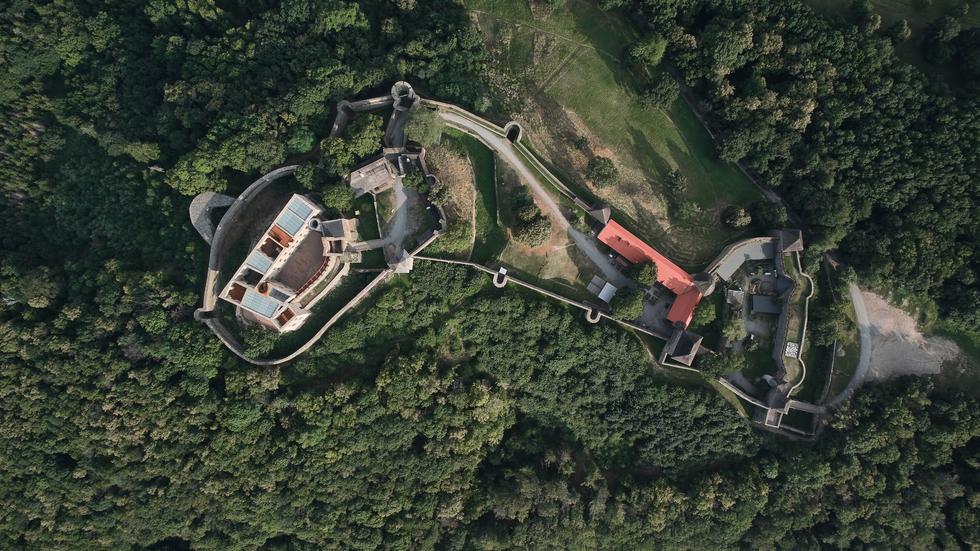 Zamek Helfštýn. Renowacja po czesku