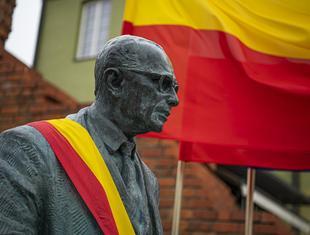 Pomnik Jana Zachwatowicza w Warszawie