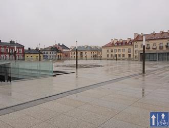 Garaż na placu: rewitalizacja placu Wolności w Kutnie