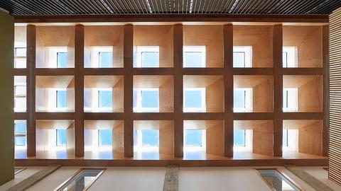 Praktyczne wykorzystanie doświetlenia dachowego w architekturze [WIDEO]