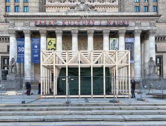 Sinfonia Varsovia w skali: nowa instalacja Macieja Siudy
