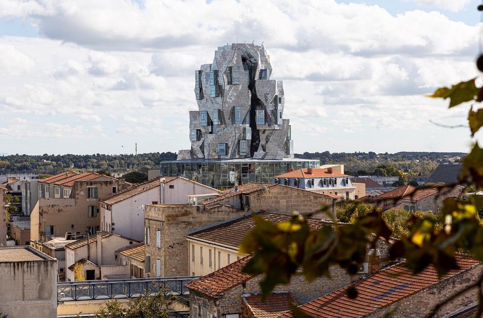 Luma Tower w Arles: nowa realizacja Franka Gehry'ego