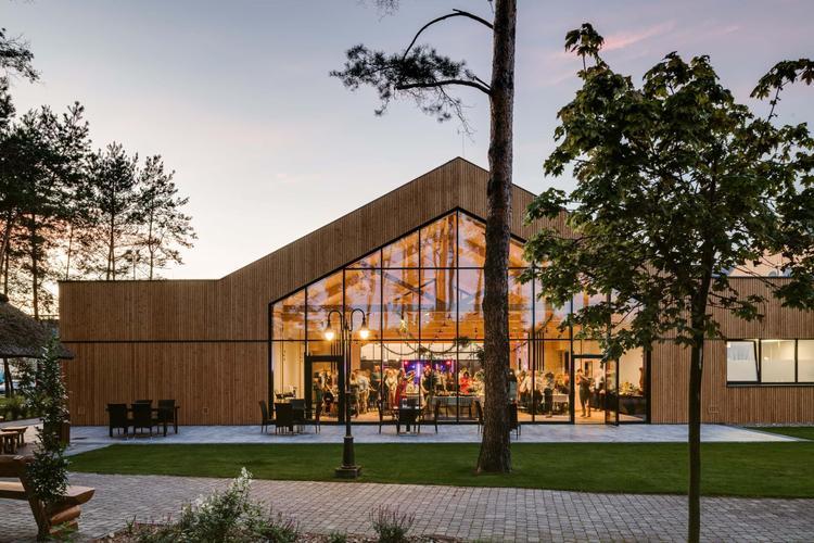 Dom weselny Lubaszka pracowni MEEKO Architekci