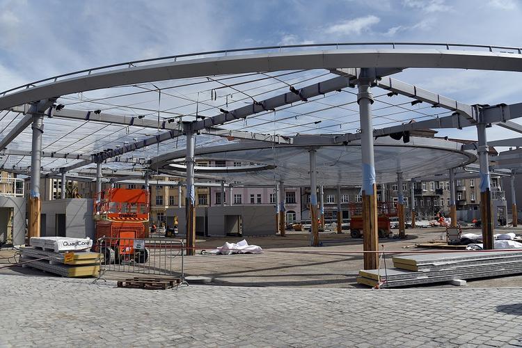 Rynek Łazarski z jedną z największych na świecie poduszek ETFE