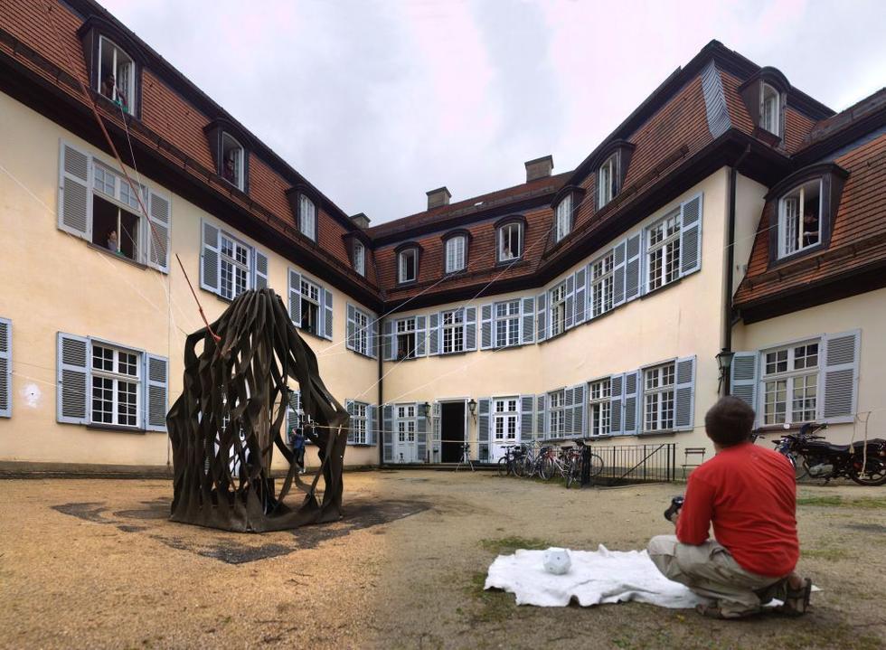 fotka z /zdjecia/Stretched_Pavilion_prototype_4_in_Schloss_Solitude_june_2011_jakub_szczesny_photo_Rolf_Wohrle_5.jpg