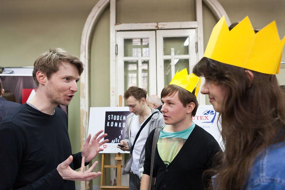 Lech Rowiński i autorzy wyróżnionego projektu