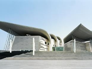 Teatr Wielki w chińskim mieście Wuxi; współczesna interpretacja dachu pagody