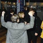 Jerzy Bajerski entuzjastycznie przyjmuje wyniki konkursu. Wystawa pokonkursowa ŻYCIE W ARCHITEKTURZE, 16 STYCZNIA 1998