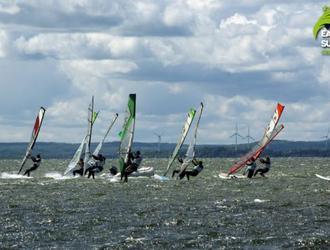Regaty Archisurf. Zawody windsurfingowe dla architektów na Helu