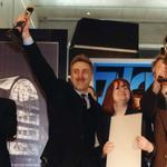 Po lewej laureat nagrody głownej w najlepszy dom jednorodzinny - Janusz Kaczorek, po prawej inwestorzy