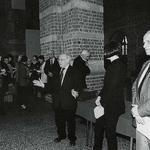 Wrocław. Od prawej:prezes wrocławskiego oddziału SARP Andrzej Zwierzchowski, Ewa P. Porębska, Stanisław Niemczyk, w głębi dyrektor Muzeum Architektury Olgierd Czerner
